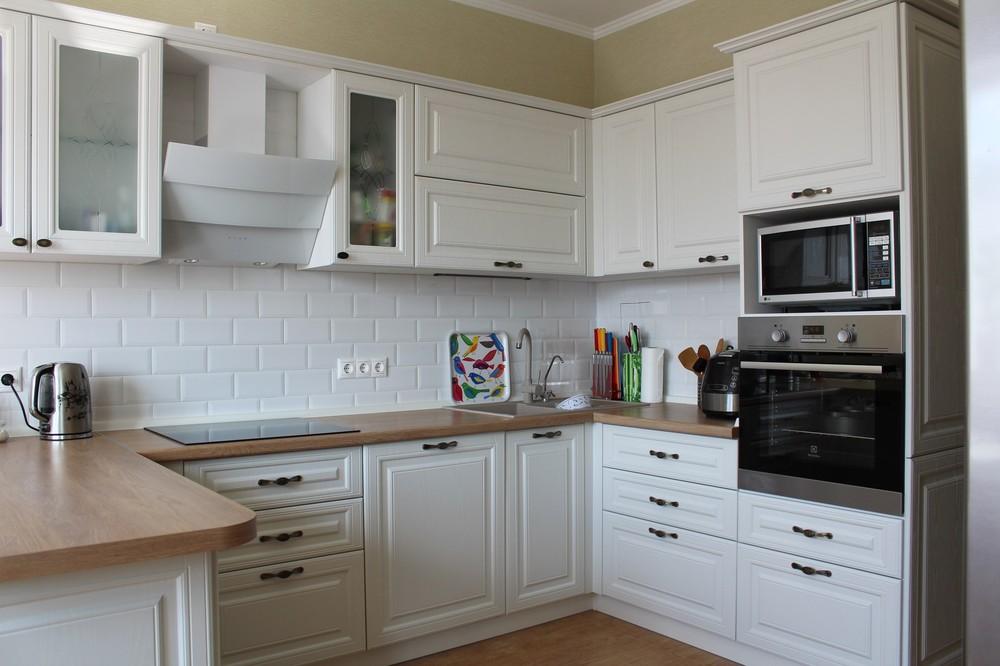 Белый кухонный гарнитур-Кухня МДФ в ПВХ «Модель 102»-фото1