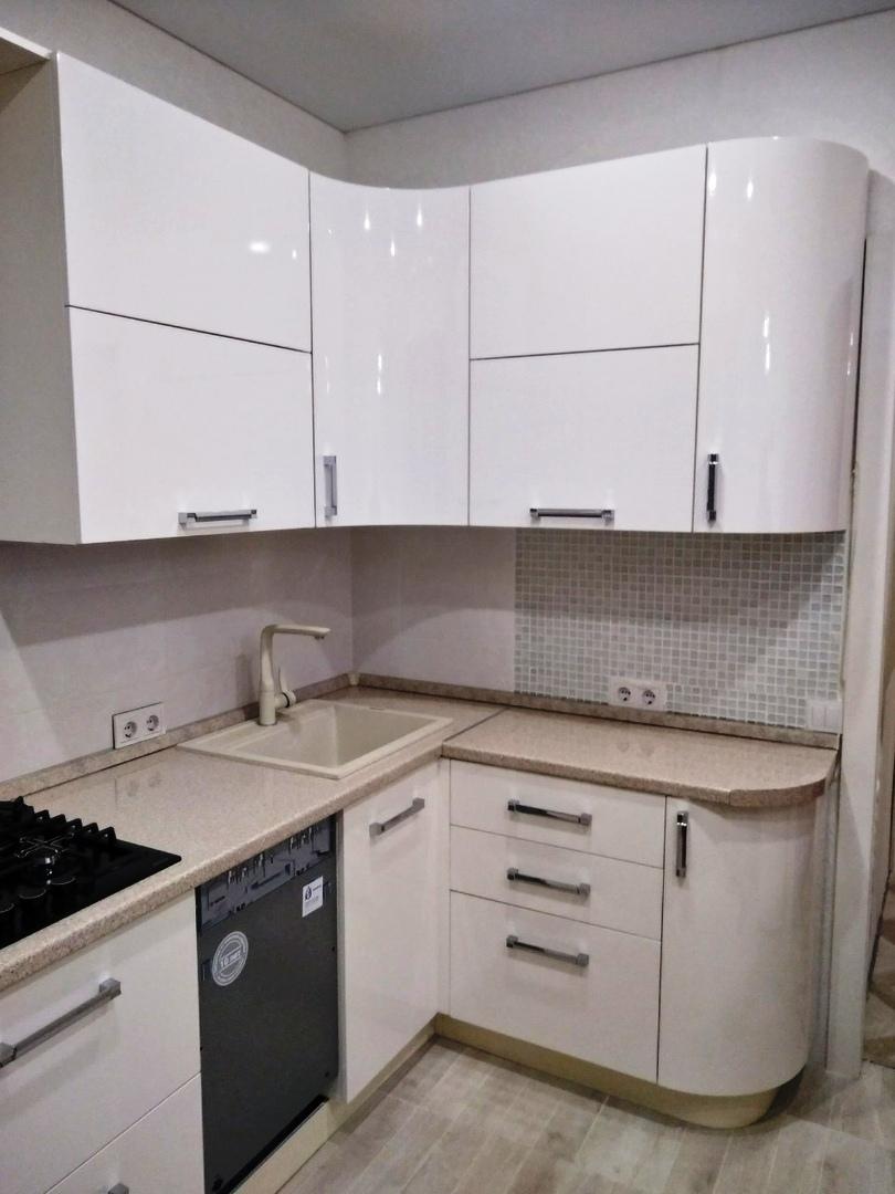 Белый кухонный гарнитур-Кухня МДФ в ПВХ «Модель 532»-фото1